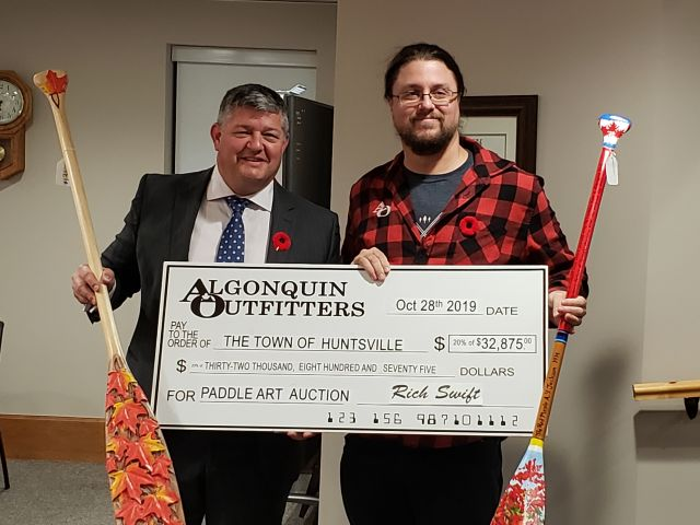 AO Paddle Auction Raises Over $30,000 For Art Programs