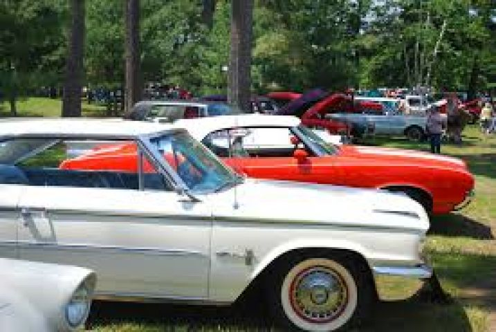 Gravenhurst Car Show Kicks Off on Saturday