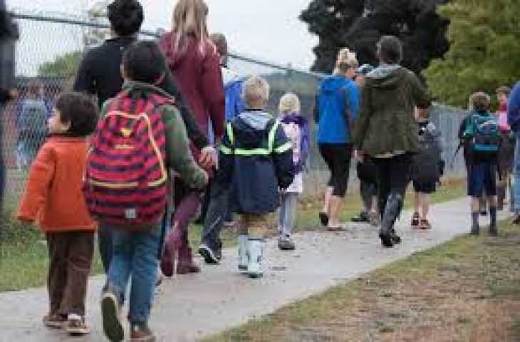 Health Unit Supports Kids Walking To School